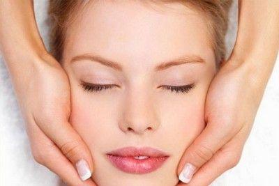 Як самостійно позбутися від зморшок за допомогою масажу обличчя