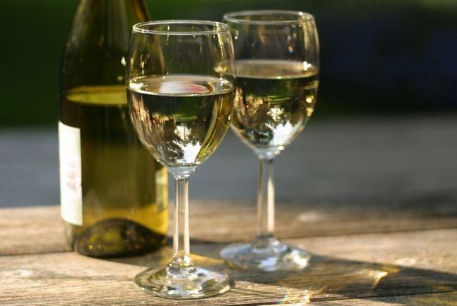 Чи можна пити алкоголь при геморої?