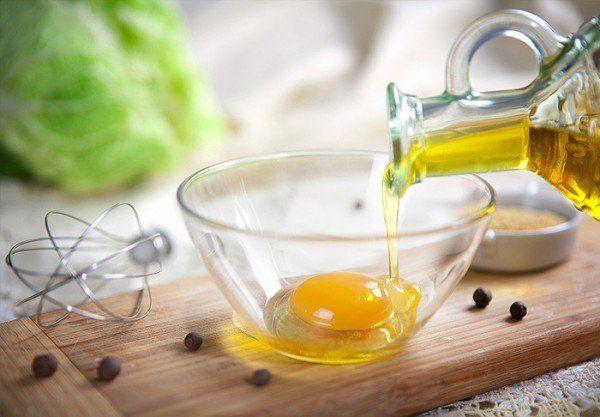 Жовток з оливковою олією