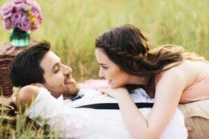 Стадії любові: 7 етапів від закоханості до справжнього почуття